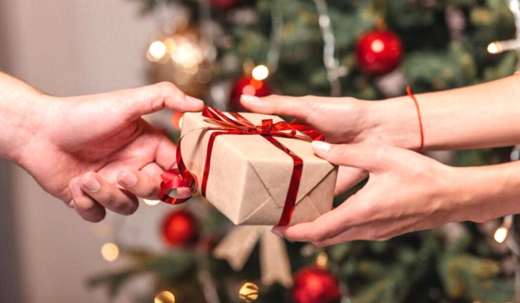 Что подарить девушке на Новый год: 10 лучших идей от Lifting Lab